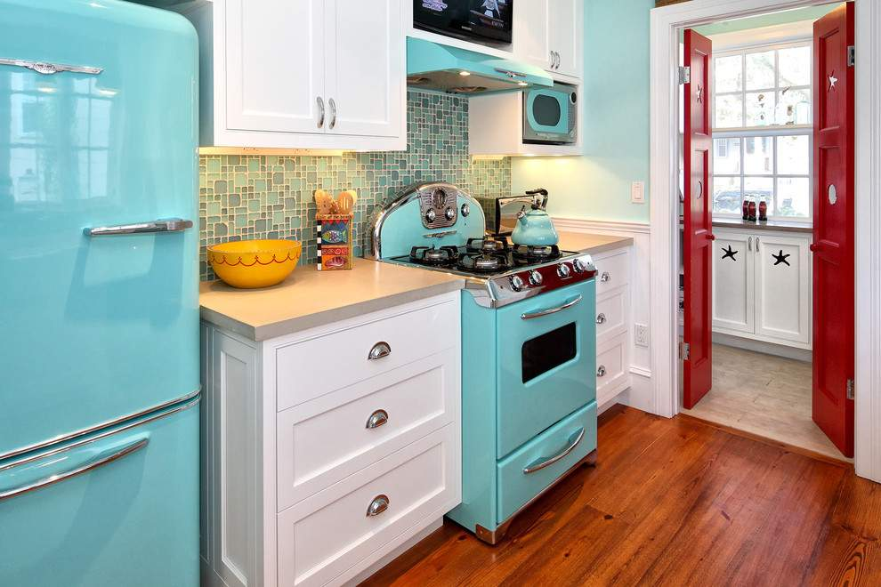kitchen trend 2021 a pop of color